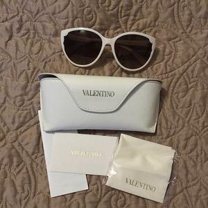 Auth Valentino Cat-eye Sunglasses w case